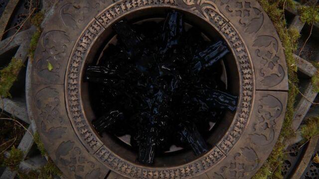 File:Once Upon a Time - 5x04 - The Broken Kingdom - Darkness Valt.jpg