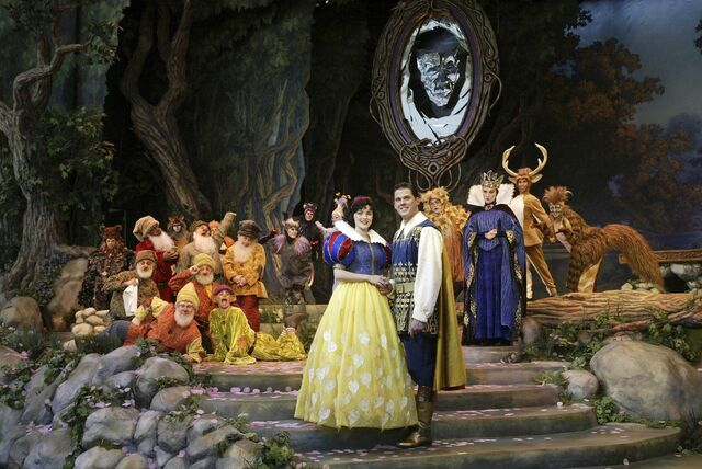 File:Snow White An Enchanting Musical.jpg