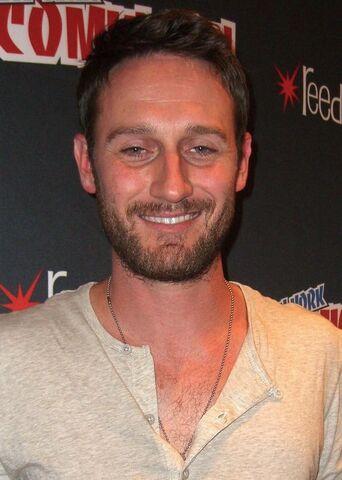 File:Josh Stewart Comic-Con 2012.jpg
