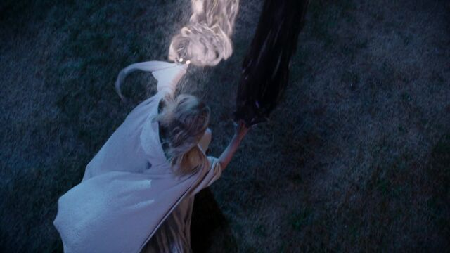 File:Once Upon a Time - 5x05 - Dreamcatcher - Light and Dark Beams.jpg