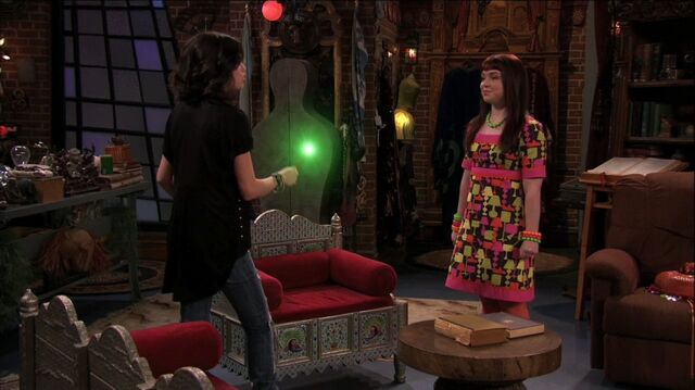 File:Wizards of Waverly Place - 3x26 - Moving On - Alex Changes Harper.jpg