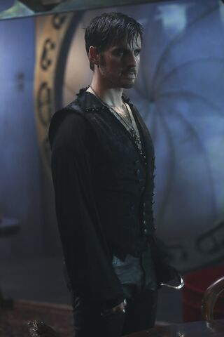File:Once Upon a Time - 6x06 - Dark Waters - Photgraphy - Hook 4.jpg