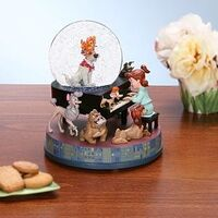 Oliver & Company Snow Globe