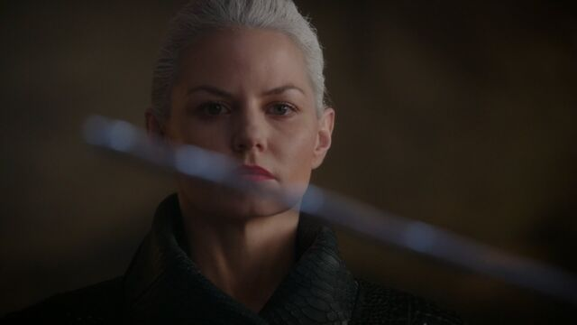 File:Once Upon a Time - 5x06 - The Bear and the Bow - Emma sees Excalibur.jpg