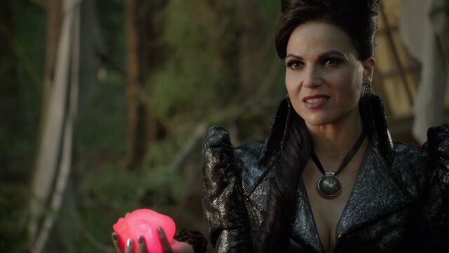 File:Once Upon a Time - 6x02 - A Bitter Draught - Evil Queen with Heart.jpg