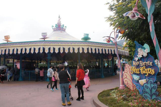 File:HKDL Mad Hatter Tea Cups.jpg