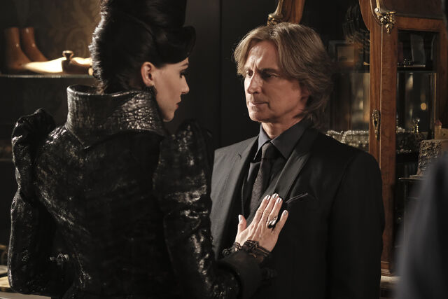 File:Once Upon a Time - 6x02 - A Bitter Draught - Publicity Images - Mr. Gold 5.jpg