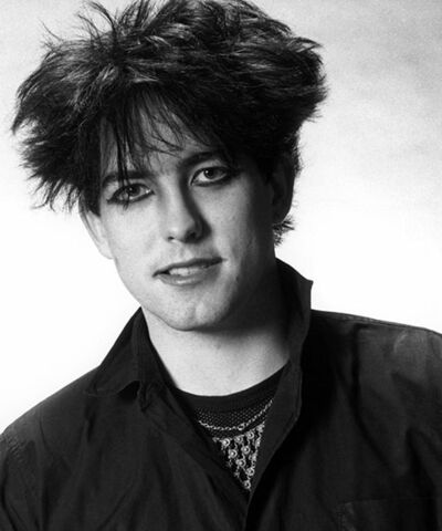 File:Robert-smith-1983-guyliner-billboard-500x600.jpg