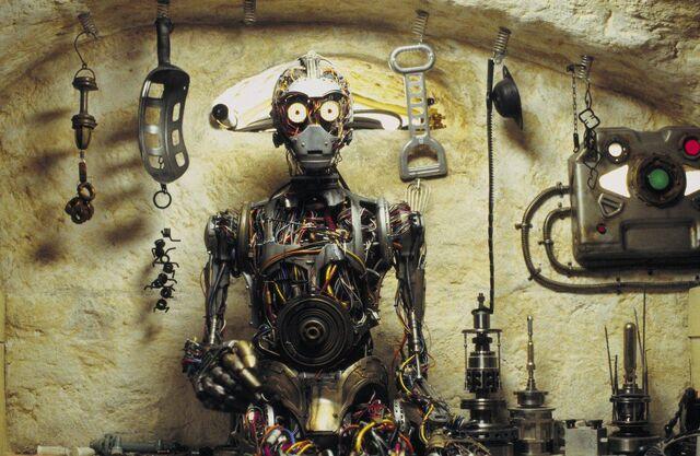 File:C-3PO in Phantom Menace.jpg