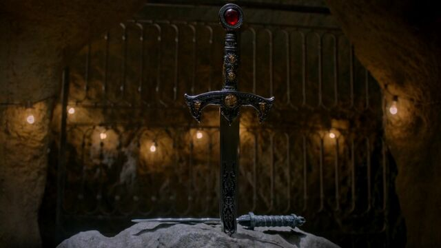 File:Once Upon a Time - 5x02 - The Price - Excalibur and the Dagger.jpg