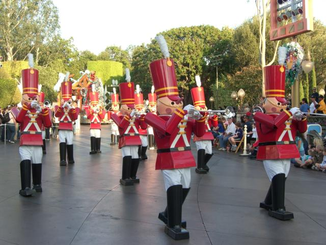 File:A Christmas Fantasy Parade at Disneyland.jpg