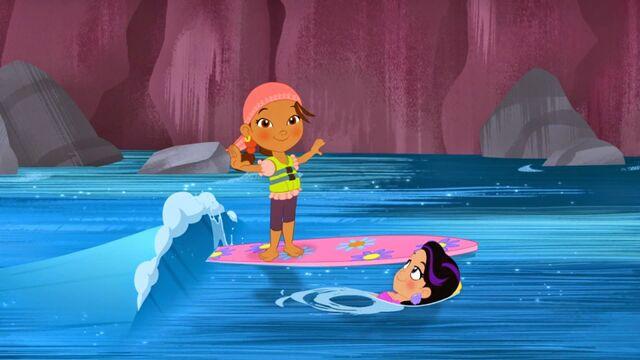 File:Izzy& Marina-Surfin' Turf06.jpg