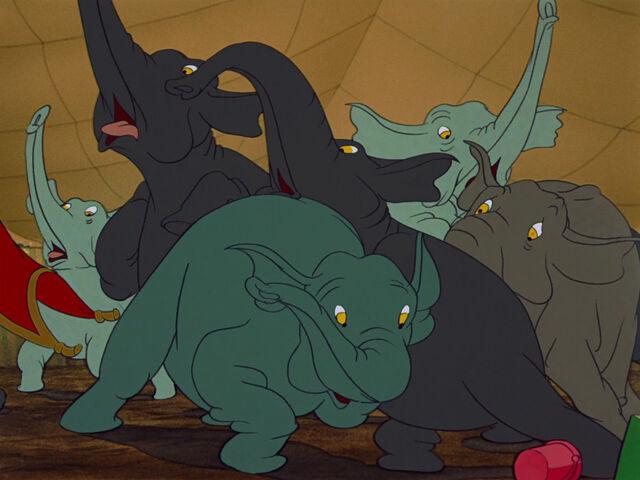 File:Dumbo-disneyscreencaps.com-2535.jpg