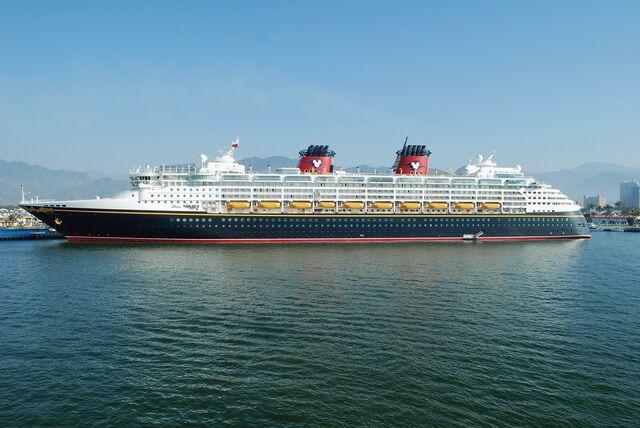 File:Disney Wonder 20110216.jpg