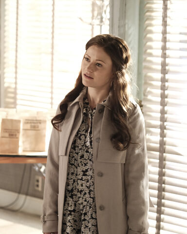 File:Once Upon a Time - 6x02 - A Bitter Draught - Publicity Images - Belle 2.jpg