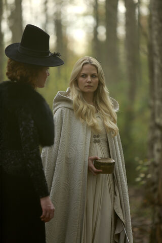 File:Once Upon a Time - 5x08 - Birth - Released Image - Emma and Zelena.jpg