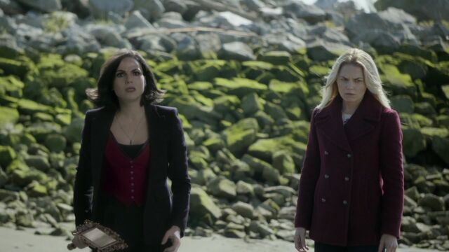 File:Once Upon a Time - 6x08 - I'll Be Your Mirror - Emma and Regina.jpg