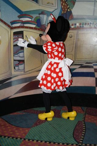 File:Minnie Mouse at Character Breakfest Inn7.jpg.jpg