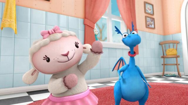 File:Lambie and stuffy8.jpg