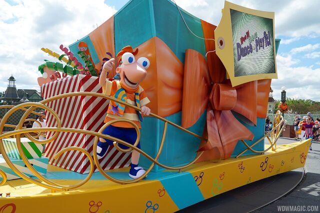 File:Move-It-Shake-It-Celebrate-It-Street-Party Full 22410.jpg