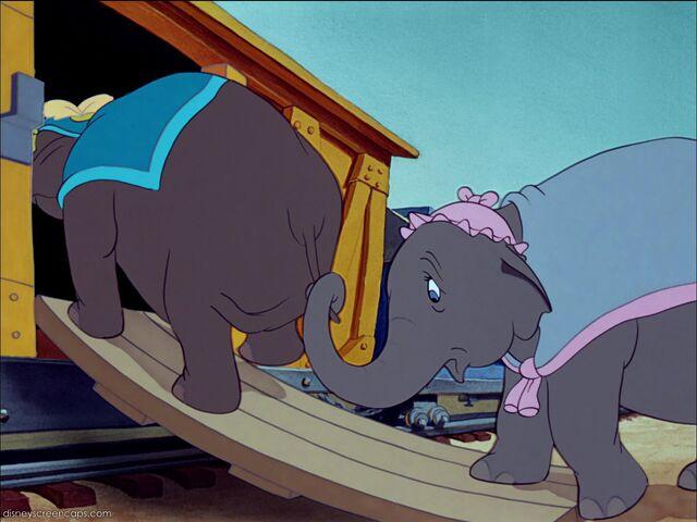 File:Dumbo-disneyscreencaps com-288.jpg