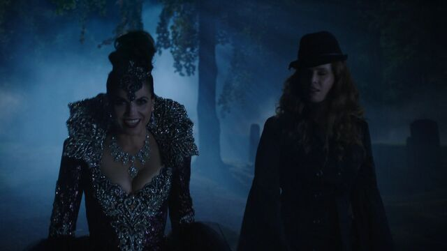 File:Once Upon a Time - 6x02 - A Bitter Draught - Evil Queen and Zelena.jpg