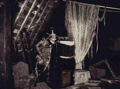 File:Hatbox in the Attraction.jpg