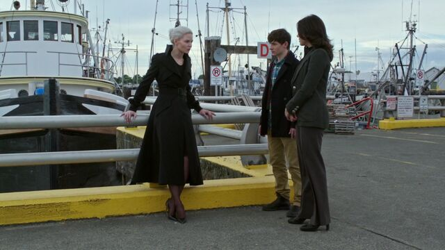 File:Once Upon a Time - 5x02 - The Price - Emma, Henry and Regina.jpg