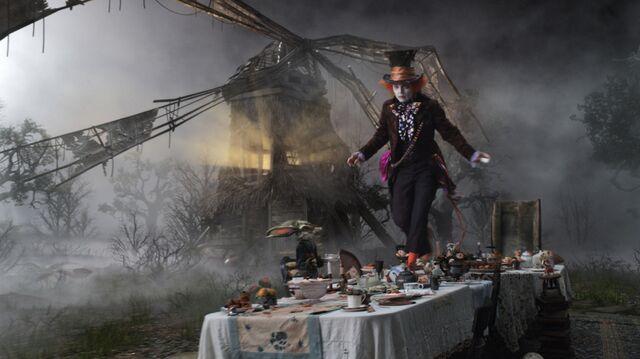File:Tim Burtons Alice in Wonderland 59.jpg