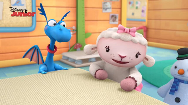 File:Lambie, stuffy and chilly.jpg