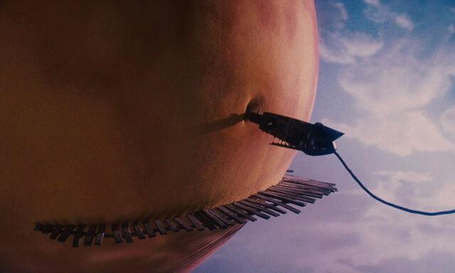 File:James-giant-peach-disneyscreencaps com-3926.jpg