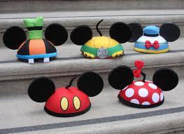 File:Mickey&friendsearhats.png