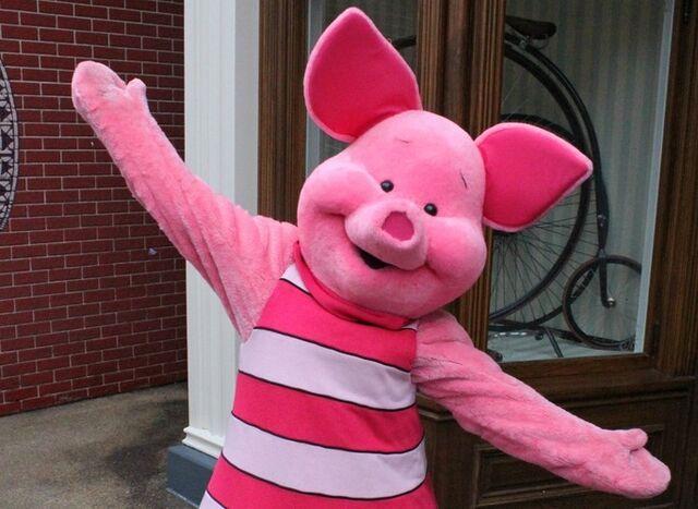 File:Piglet Disney Parks.jpg