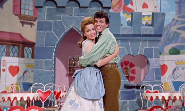 File:Tom and Mary hugging.png