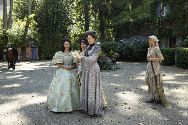 File:Once Upon a Time - 6x03 - The Other Shoe - Photography - Cinderella with Stepmother and Sisters 4.jpg