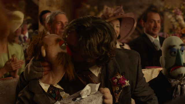 File:MMW extended cut 1.39.21 Hobo kissing 1.png