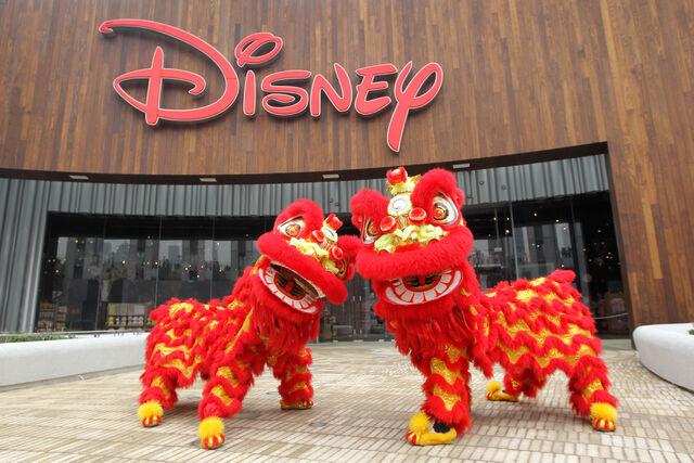 File:Disney Store Shanghai 06.jpg