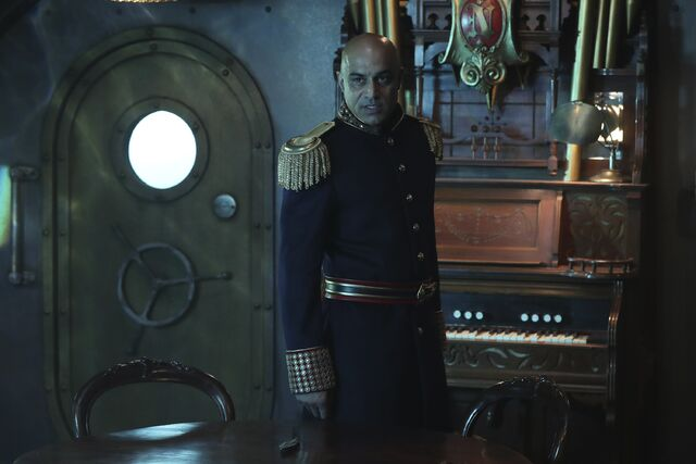 File:Once Upon a Time - 6x06 - Dark Waters - Photgraphy - Captain Nemo 4.jpg