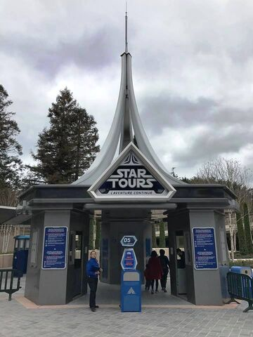 File:Star Tours L'Aventure Continue.jpg