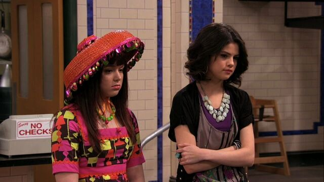 File:Wizards of Waverly Place - 3x26 - Moving On - Harper and Alex.jpg
