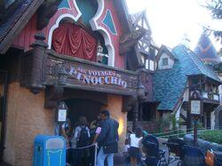 Pinocchio Paris.jpg