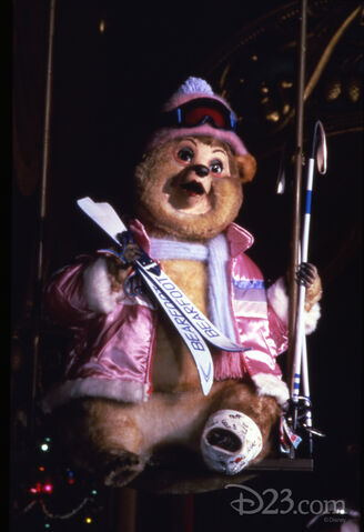 File:120413 attraction-rewind-country-bear-christmas-special-skis-feat-1 1.jpg