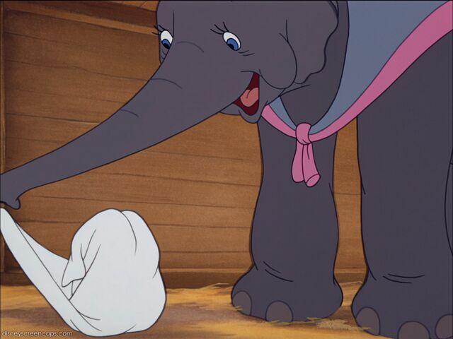 File:Dumbo-disneyscreencaps com-832.jpg
