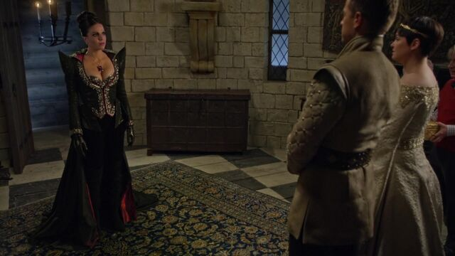 File:Once Upon a Time - 5x02 - The Price - Evil Queen Dress.jpg