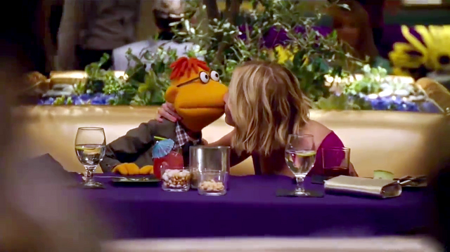 File:TheMuppets-S01E08-Kiss-Scooter&ChelseaHandler (1).png