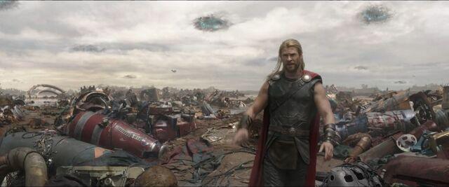 File:Thor Ragnarok 14.jpg