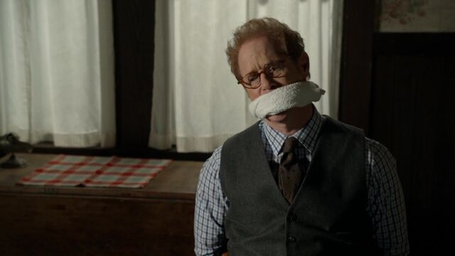 File:Once Upon a Time - 6x05 - Street Rats - Archie Tied Up.jpg