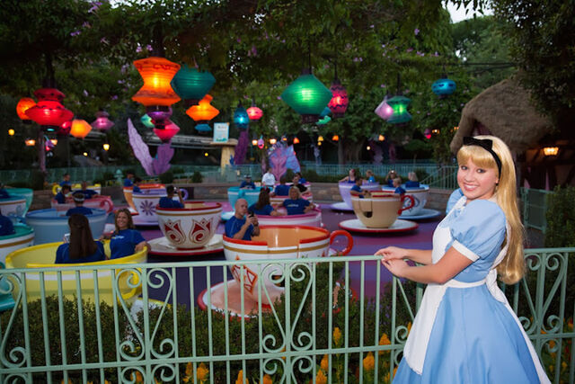 File:Tea-Cups-Alice-in-Wonderland-disney-rundisney-disneyland-half-meet-up.jpg