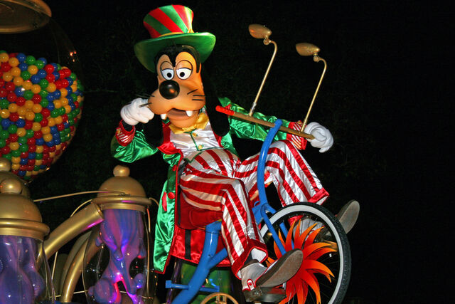 File:Mickeys-very-merry-christmas-088.jpg