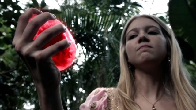 File:Once Upon a Time - 5x04 - The Broken Kingdom - Heart Crush Vision.jpg